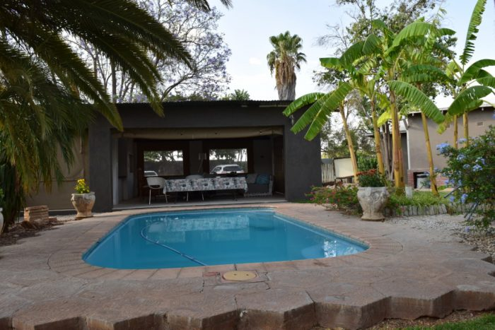 Bush Pillow Guest House, Swimming Pool, Otjiwarongo, Namibia